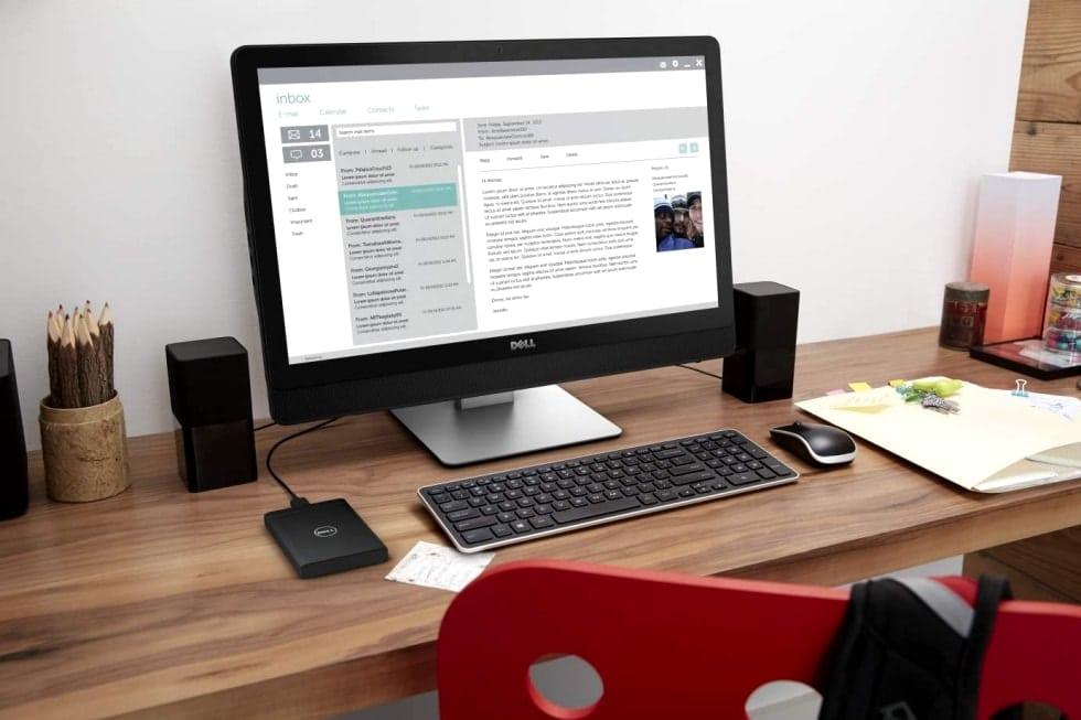 Стационарный компьютер на столе